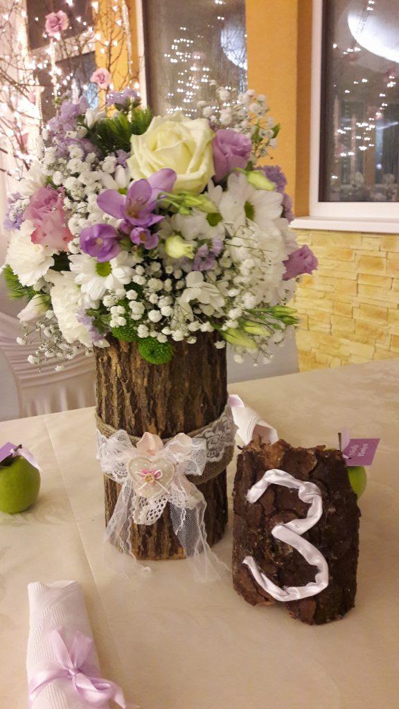 Kvetinové dekorácie na stoly